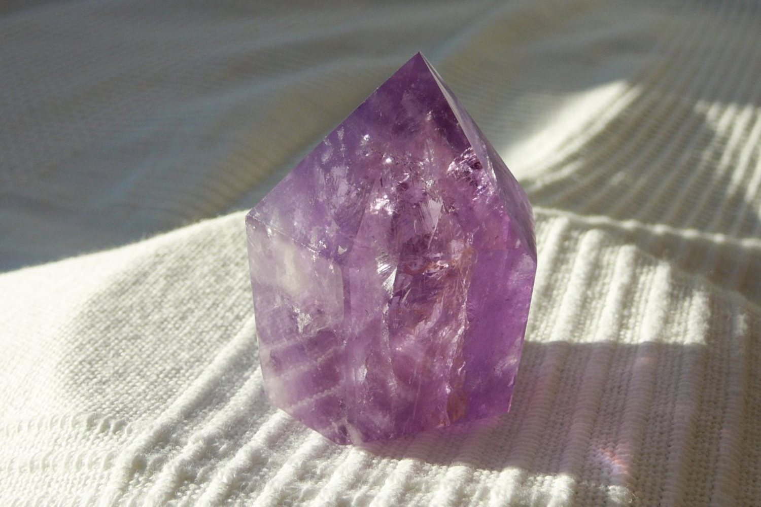 Amethyst -Spitze</br>  </br>   H:5,0cm</br>   Art.Nr.00AS07</br>  </br>   €   24,00