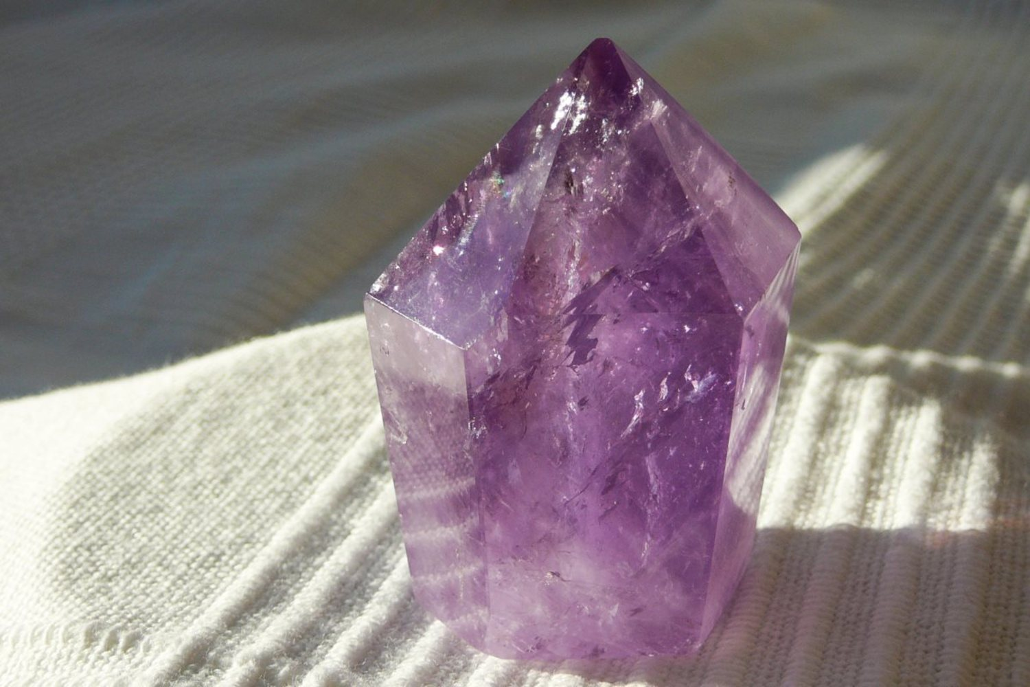 Amethyst -Spitze</br>  </br>   H:5,0cm</br>   Art.Nr.00AS12</br>  </br>   €   23,00