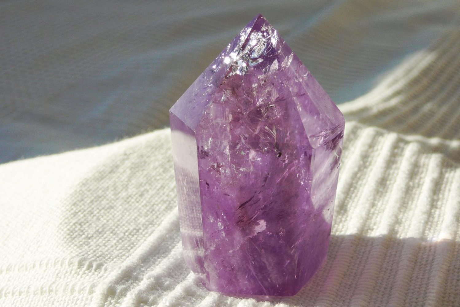 Amethyst -Spitze</br>  </br>   H:4,8cm</br>   Art.Nr.00AS13</br>  </br>   €   21,00